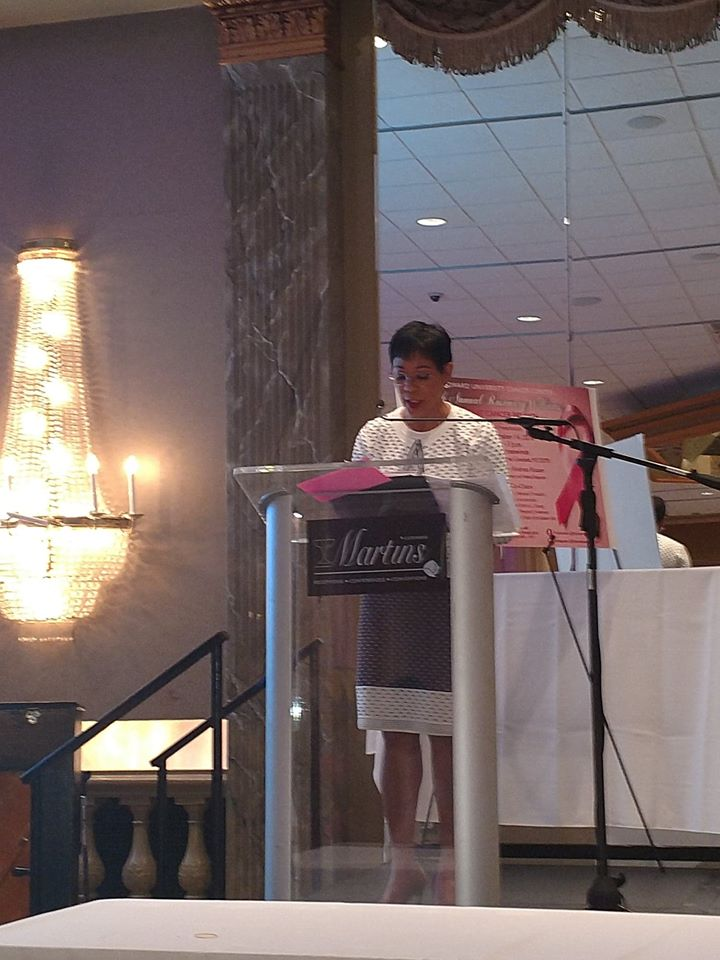 MC Andrea Roane at the Rosemary Williams Breast Cancer brunch, 10-18.